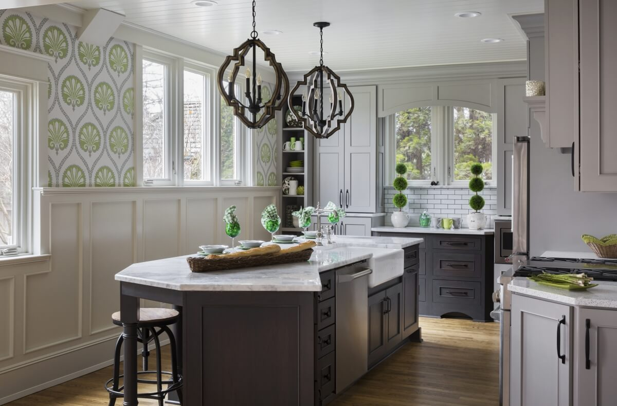 Dura Supreme kitchen design by Gwen Adair of Cabinet Supreme by Adair LLC. Photography by Ryan Hainey.