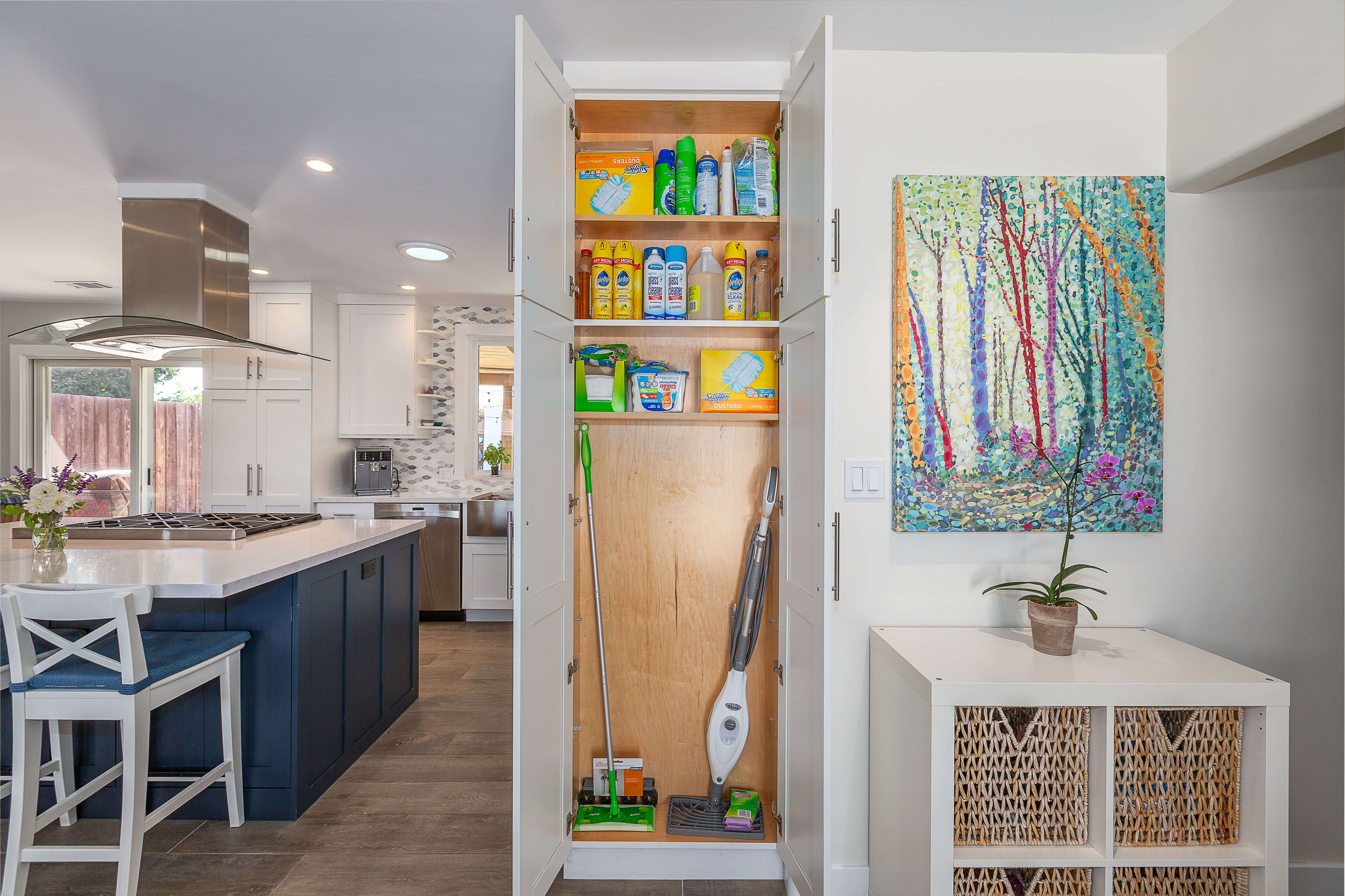Dura Supreme cabinetry design by Linda Williams of Hahka Kitchens and Hahka Builders, Inc., general contracting by Randy Hahka, and photography by Ken Pfeiffer.