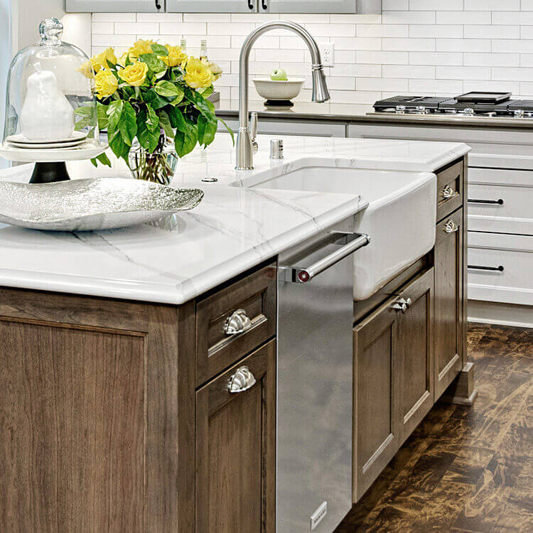 Kitchen design by Kristen Peck of Knoght Construction, Inc., MN. Photography by Mark Ehlen of Ehlen Creative.